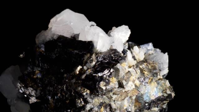 vídeos y material grabado en eventos de stock de dolly de macro: pirita en negro - mineral