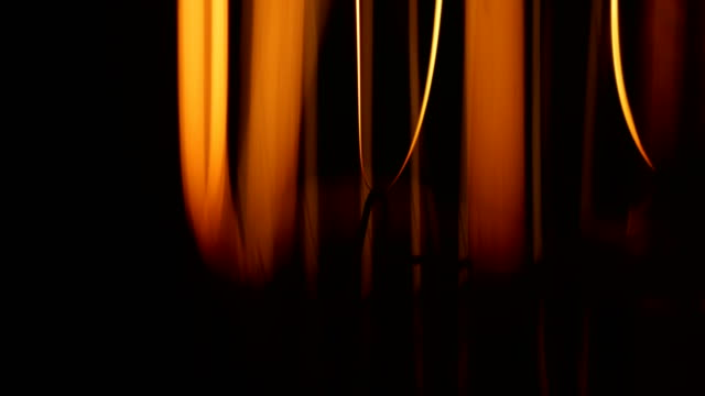 macro glühbirnenfilament - elektrische lampe stock-videos und b-roll-filmmaterial