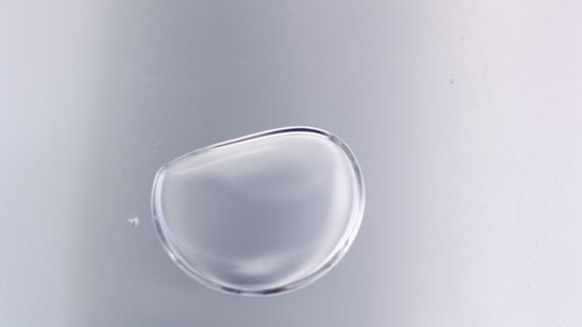 vidéos et rushes de macro liquid bubbles slow movement in high speed - blanc