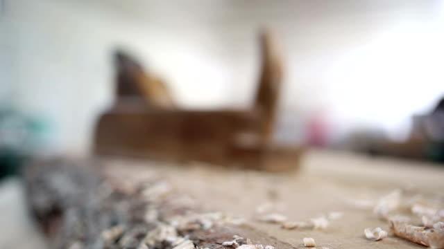 stockvideo's en b-roll-footage met macro schot beitels voor hout timmerman workshop - mouw