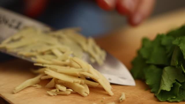 a macro shot of cutting ginger - schneidebrett stock-videos und b-roll-filmmaterial