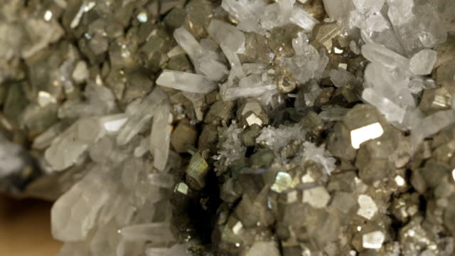 vidéos et rushes de macro view of pyrite and quartz - quartz