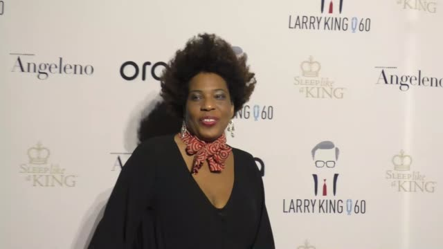 macy gray at larry king's 60th anniversary in broadcasting on may 01, 2017 in los angeles, california. - メイシー グレイ点の映像素材/bロール