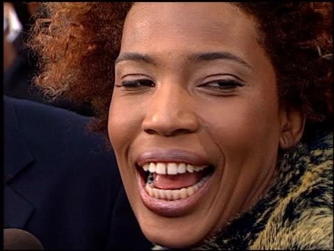 macy gray at the 2000 grammy awards arrivals at staples center in los angeles, california on february 23, 2000. - メイシー グレイ点の映像素材/bロール