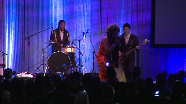 macy gray at the advocate 45th presented by lexus on 3/29/12 in los angeles, ca - メイシー グレイ点の映像素材/bロール