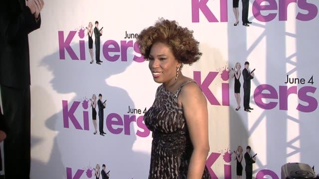 macy gray at the 'killers' premiere at hollywood ca. - メイシー グレイ点の映像素材/bロール