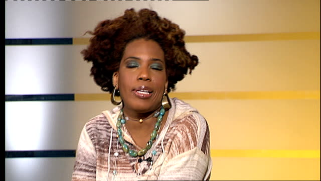 vídeos de stock, filmes e b-roll de london gir int macy gray interview sot still love that song 'i try' on her new album something everyone can relate to - título de álbum