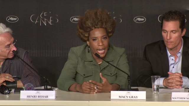 macy gray, nicole kidman on the themes of story at the paperboy press conference: 65th cannes film festival on may 24, 2012 in cannes, france - メイシー グレイ点の映像素材/bロール