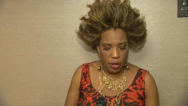 macy gray on the event at the advocate 45th presented by lexus on 3/29/12 in los angeles, ca - メイシー グレイ点の映像素材/bロール