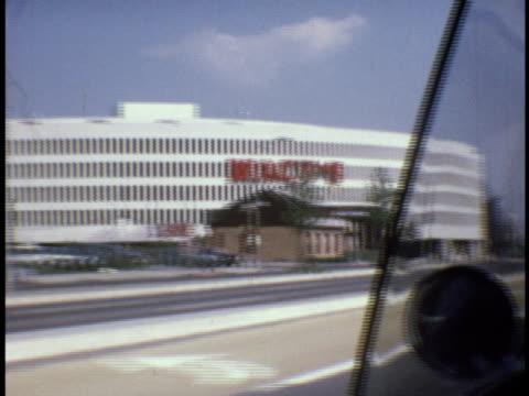 vídeos y material grabado en eventos de stock de 1973 ms macy's and disputed house on queens blvd / queens, new york - macy's