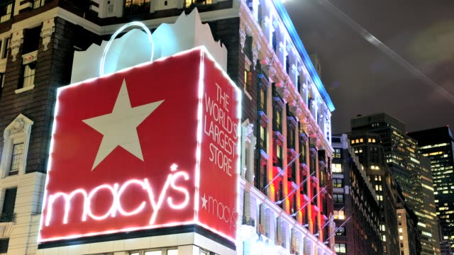 vídeos y material grabado en eventos de stock de lapse macys department store worlds largest store herald square 34th street midtown manhattan new york city usa time lapse macys department store new... - herald square