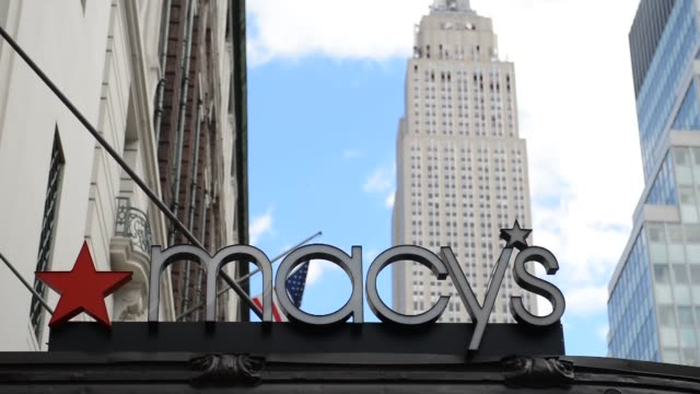 vídeos y material grabado en eventos de stock de macy's flagship store in new york ny us on february 24 close up of macy's signage with cloud movement and the empire state building in the background... - macy's herald square