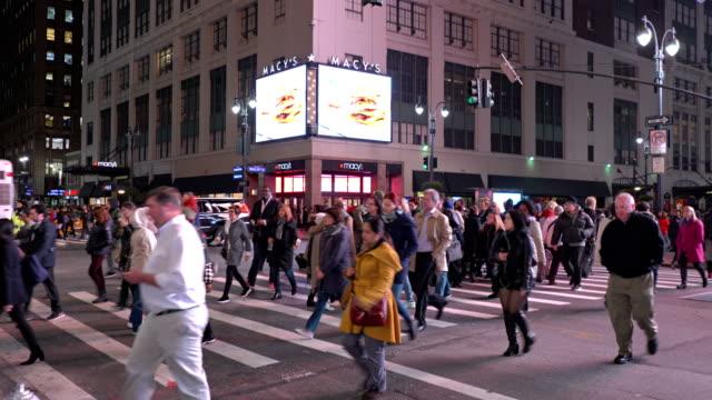 vídeos y material grabado en eventos de stock de macy's shop and 34 th street - 7th avenue