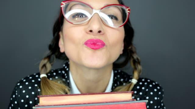 verrückte nerd mädchen - professor stock-videos und b-roll-filmmaterial