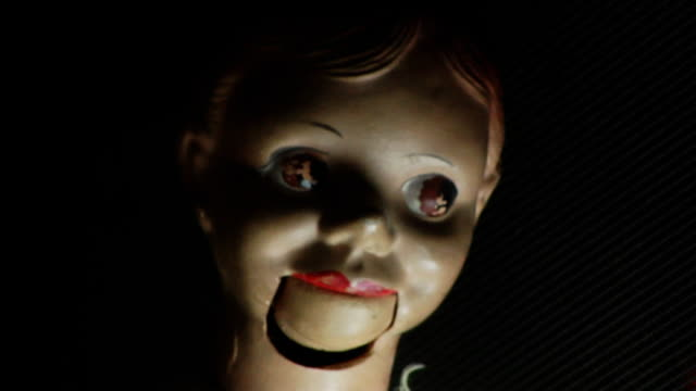 stockvideo's en b-roll-footage met mad puppet freaking out.. - gillen