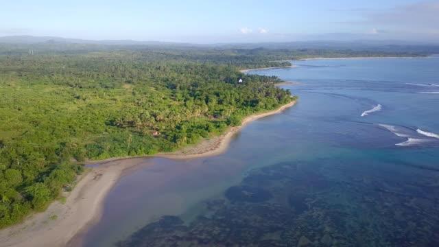マダガスカル mahambo 熱帯海岸ドローン ビュー - マダガスカル点の映像素材/bロール