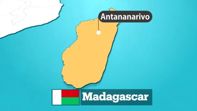 madagaskar-karte mit fahne - madagaskar stock-videos und b-roll-filmmaterial