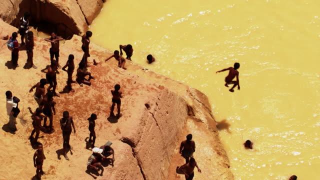stockvideo's en b-roll-footage met madagascar: swimming kids - klif