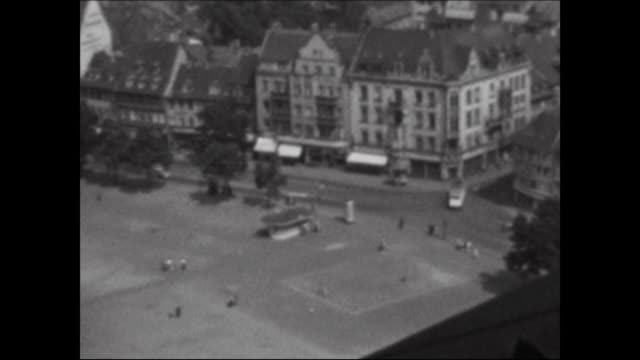 vidéos et rushes de made in the 1950s centre of the city erfurt with the cathedral details of the porch views from the tower of the cathedral over the city - après guerre