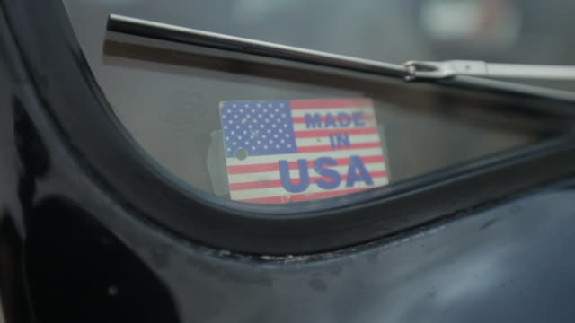 "a ""made in usa"" flag decal stuck on a windshield. - made in usa点の映像素材/bロール"