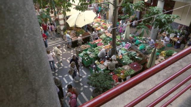 madeira - mercado dos lavradores - mercato di prodotti agricoli video stock e b–roll