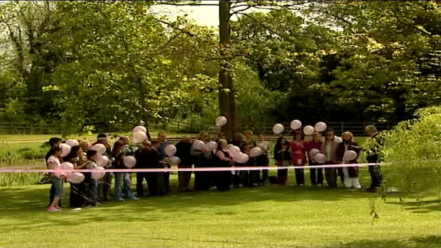 allnight vigil in home town ext/day villagers and neighbours along with pink balloons on the birthday of madeleine mccann brian kennedy speaking sot... - fall madeleine mccann stock-videos und b-roll-filmmaterial