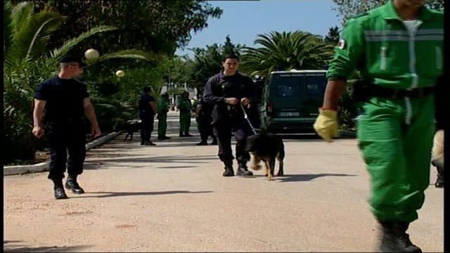 description of suspect police officers along with police dogs - madeleine mccann video stock e b–roll