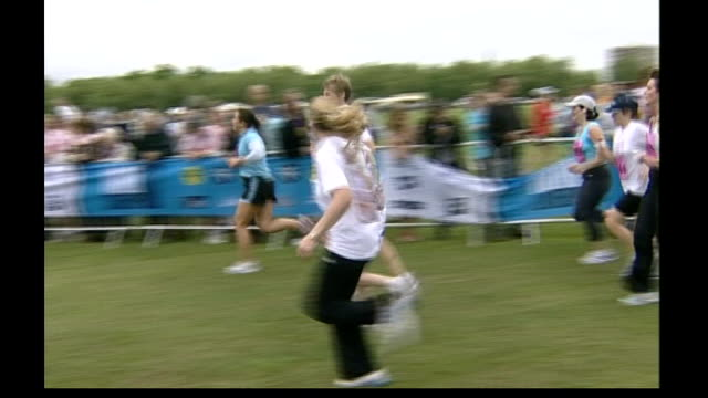 madeleine mccann abduction: family friend speaks out as investigation continues; liverpool: runners along during sponsored race in support of... - マデリン・マクカーン失踪事件点の映像素材/bロール