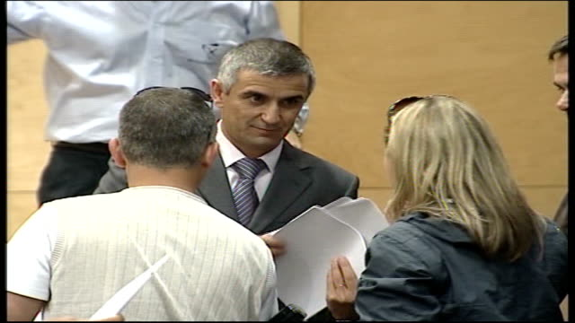 madeleine mccann abduction: investigation update; portimao: int chief inspector sousa handing out press notices sousa at podium taking questions from... - マデリン・マクカーン失踪事件点の映像素材/bロール