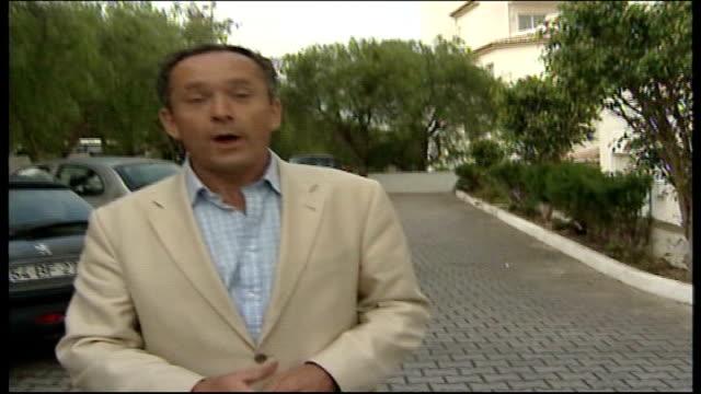 madeleine mccann abduction: investigation update; praia da luz: ext reporter to camera - マデリン・マクカーン失踪事件点の映像素材/bロール