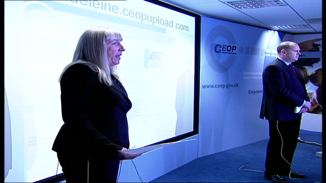 madeleine mccann abduction: latest developments; side police officers speaking at appeal launch and pointing to website - fall madeleine mccann stock-videos und b-roll-filmmaterial