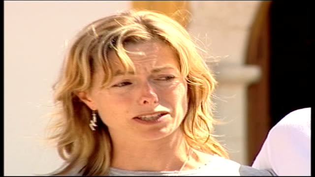Mother makes appeal PORTUGAL Algarve Praia Da Luz EXT Kate McCann towards to face press with husband Gerry McCann Kate McCann press conference SOT...