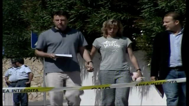 Parents maintain hope VIA EBU PORTUGAL Praia da Luz EXT Gerry McCann and Kate McCann walking towards