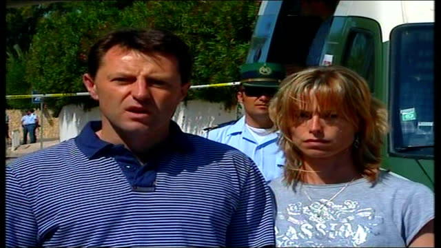 parents maintain hope via ebu photographers taking pictures of gerry and kate mccann gerry mccann statement sot we have been moved by enormous... - madeleine mccann video stock e b–roll