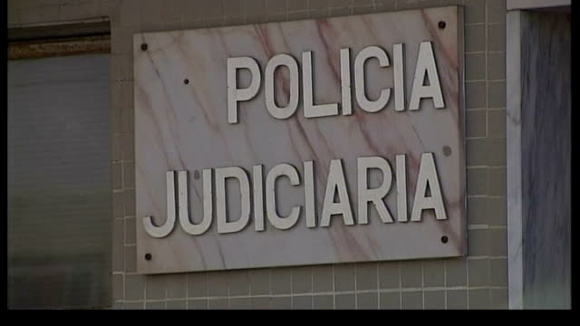 parents speak out / police question 3 people lib portimao ext police officers outside regional police station - madeleine mccann video stock e b–roll
