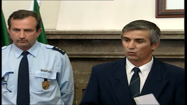 madeleine mccann abduction: police criticised; int chief inspector olegario sousa press conference sot - i have no facts to say whether the child is... - fall madeleine mccann stock-videos und b-roll-filmmaterial