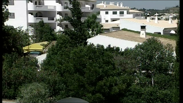 Madeleine McCann abduction/ Police search more properties PORTUGAL Algarve Praia da Luz EXT Casa Liliana with press and police outside