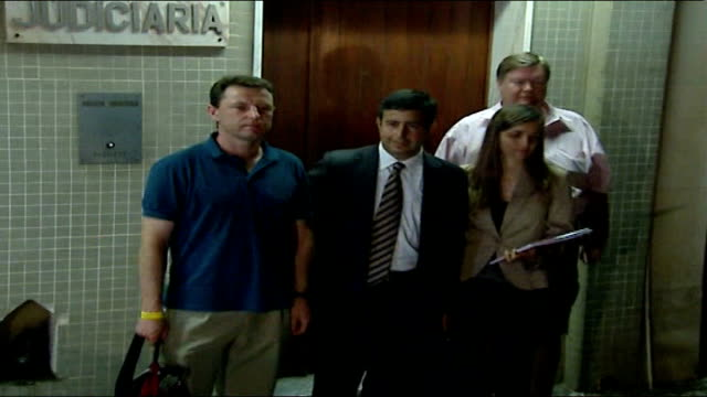 both parents now formal suspects; portimao: gerry mccann photographed by press as standing outside police station david hughes statement to press sot... - fall madeleine mccann stock-videos und b-roll-filmmaterial