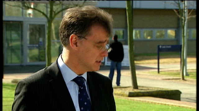 madeleine mccann disappearance: david cameron intervention criticised; t24031105 woolwich crown court: day commander simon foy speaking to press - 行方不明点の映像素材/bロール
