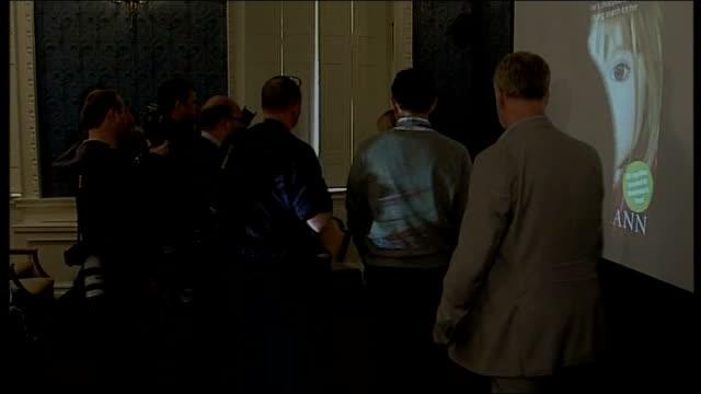 madeleine mccann disappearance: david cameron intervention criticised; republic of ireland: dublin: int **flashlight photography** kate mccann and... - fall madeleine mccann stock-videos und b-roll-filmmaterial