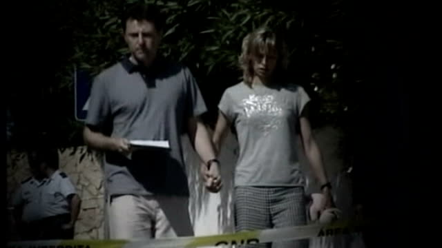 detectives identifiy 'persons of interest' LIB / T11050712 PORTUGAL Algarve Praia da Luz Kate and Gerry McCann along towards hand in hand
