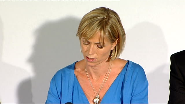 madeleine mccann disappearance: kate and gerry mccann book launch press conference; kate mccann press conference about how difficult it was to... - 行方不明点の映像素材/bロール