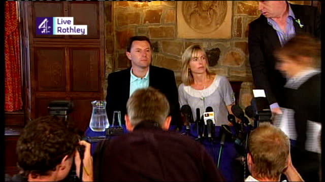 parents no longer suspects ENGLAND Leicestershire Rothley SCREEN** **Reporter voiceover heard SOT** Kate McCann and Gerry McCann arriving at press...