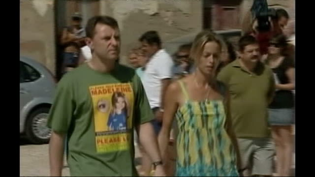 scotland yard to help portuguese police 1182007 gerry mccann and kate mccann along past onlookers and press and into church - kate mccann stock videos & royalty-free footage