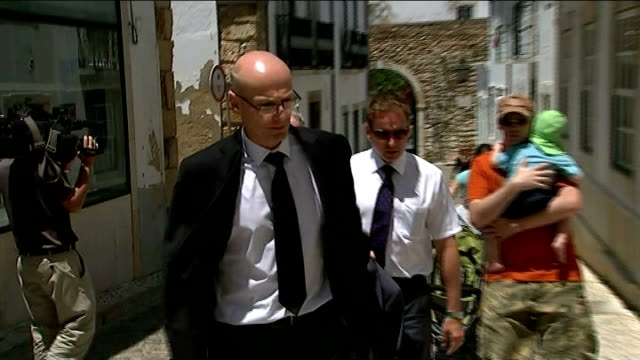 Suspects questioned Faro British police detectives along and into police station