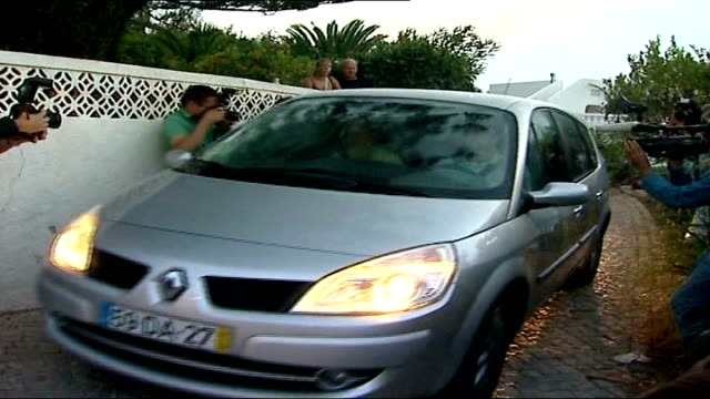 family return to uk; portugal: algarve: praia da luz: ext kate mccann and gerry mccann along in car as press take photographs and away members of... - kate mccann stock-videos und b-roll-filmmaterial