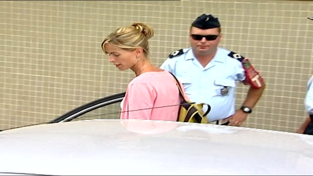 kate mccann named as suspect; portugal: portimao: ext kate mccann towards out of police station as into car kate arriving at police station for... - kate mccann stock-videos und b-roll-filmmaterial