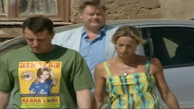 kate mccann named as suspect tx portugal praia da luz ext kate mccann along holding hands with gerry mccann - kate mccann stock videos & royalty-free footage