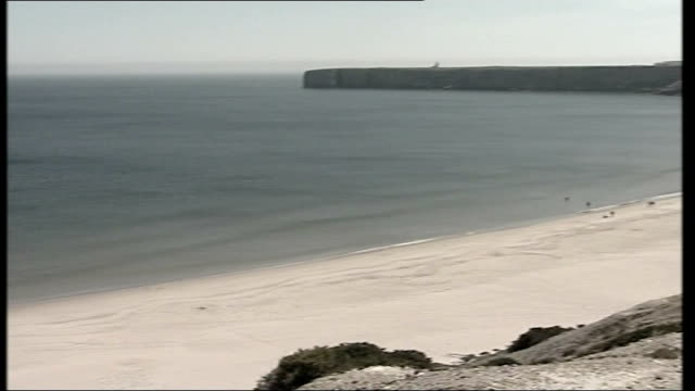 madeleine mccann missing: police to scale down search; beach where a man and a woman were seen photographing children 2 days before madeleine was... - マデリン・マクカーン失踪事件点の映像素材/bロール