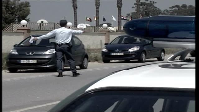 madeleine mccann missing: police to scale down search; police officer stopping cars at checkpoint - マデリン・マクカーン失踪事件点の映像素材/bロール